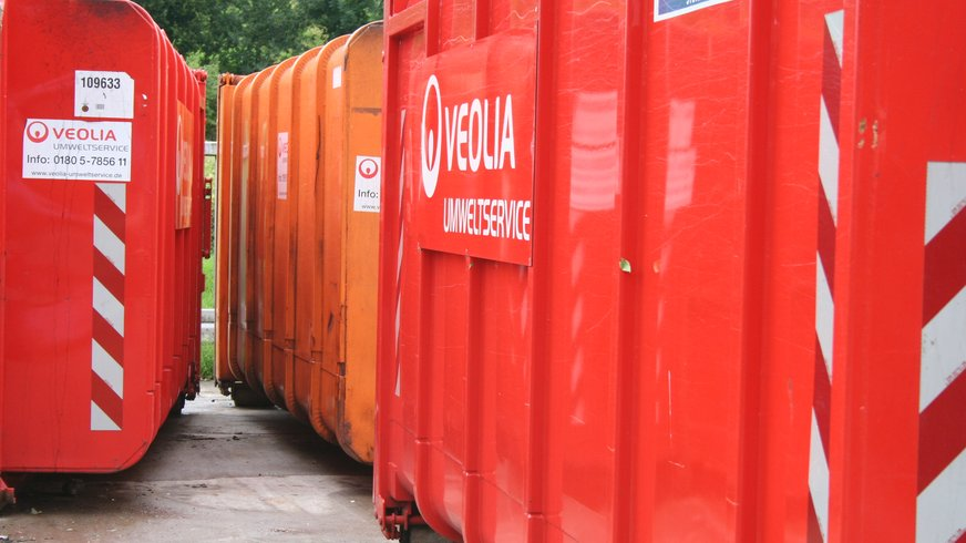 Abfalltonnen von Veolia Süd.