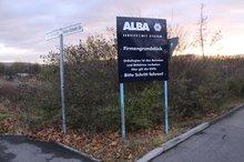 Das Schild verweist auf die ALBA-Zentrale in Waiblingen.