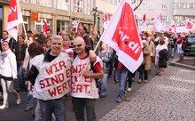 Beschäftigte des öffentlichen Dienstes demonstrieren für mehr Geld in Stuttgart.